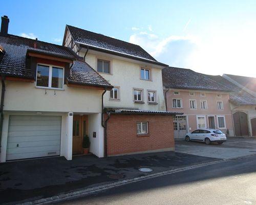 Reiheneinfamilienhaus im Zentrum von Gächlingen